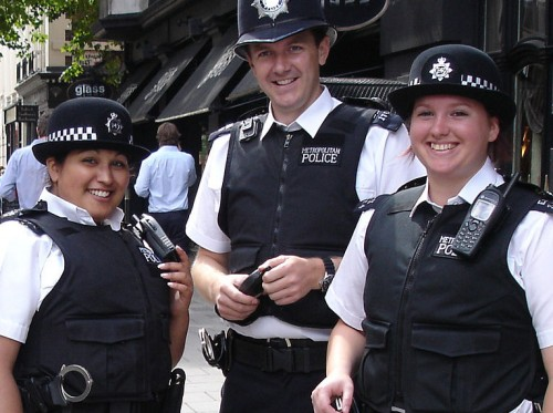 1024px-Very_friendly_MPS_officers_in_London